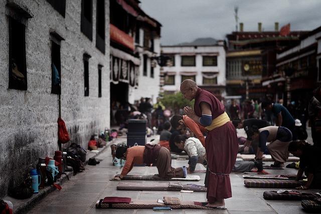 modlící se mniši