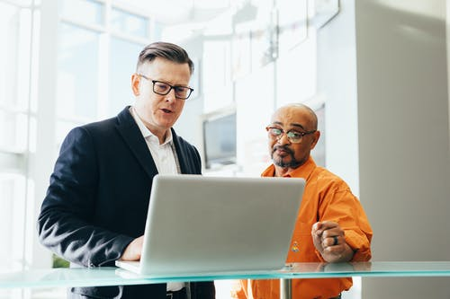 podnikatel a notebook