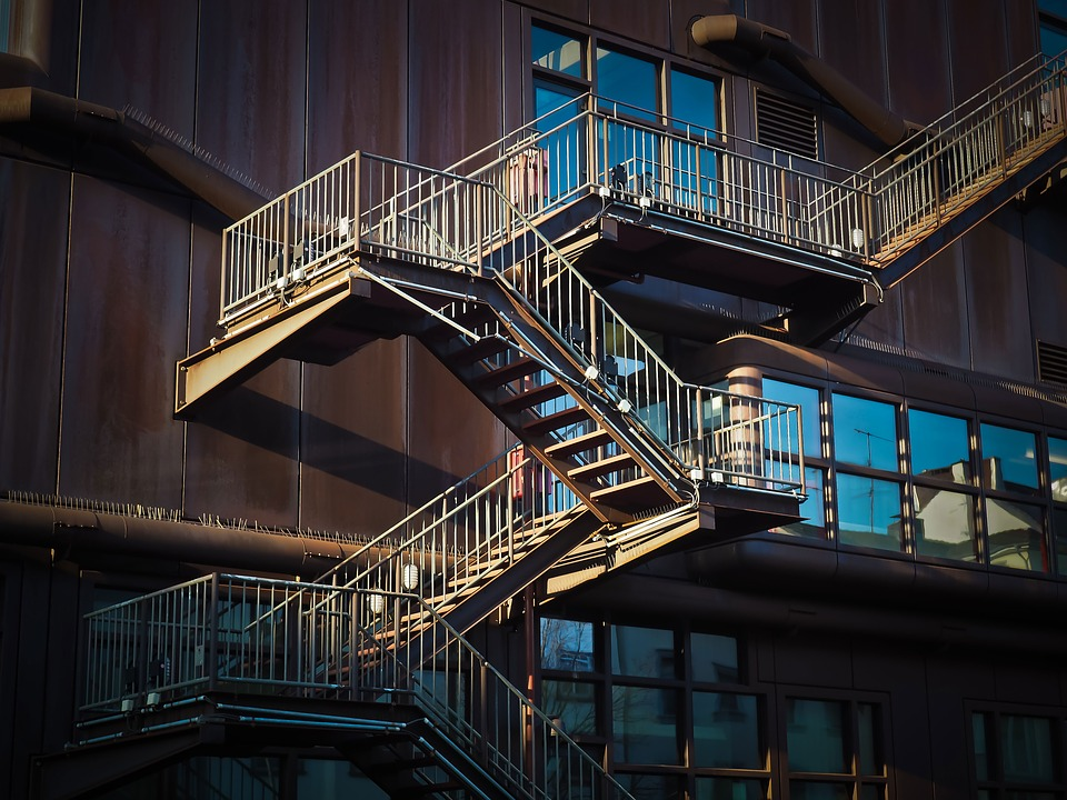 Proč se zábradlí na schodiště stalo prakticky nezbytným